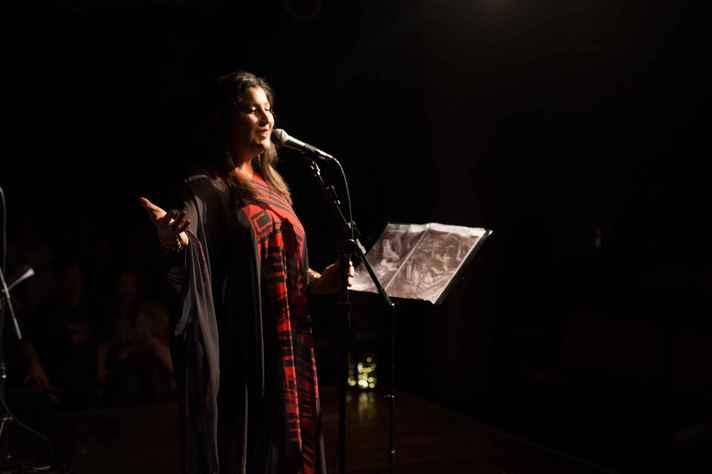 Lívia Itaborahy, em apresentação que faz tributo a Mercedes Sosa