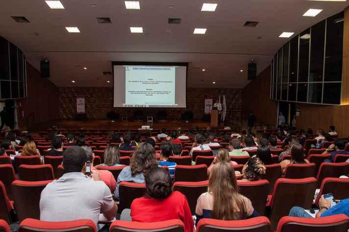 As conferências tiveram início ontem e seguem até as 16h30 de hoje