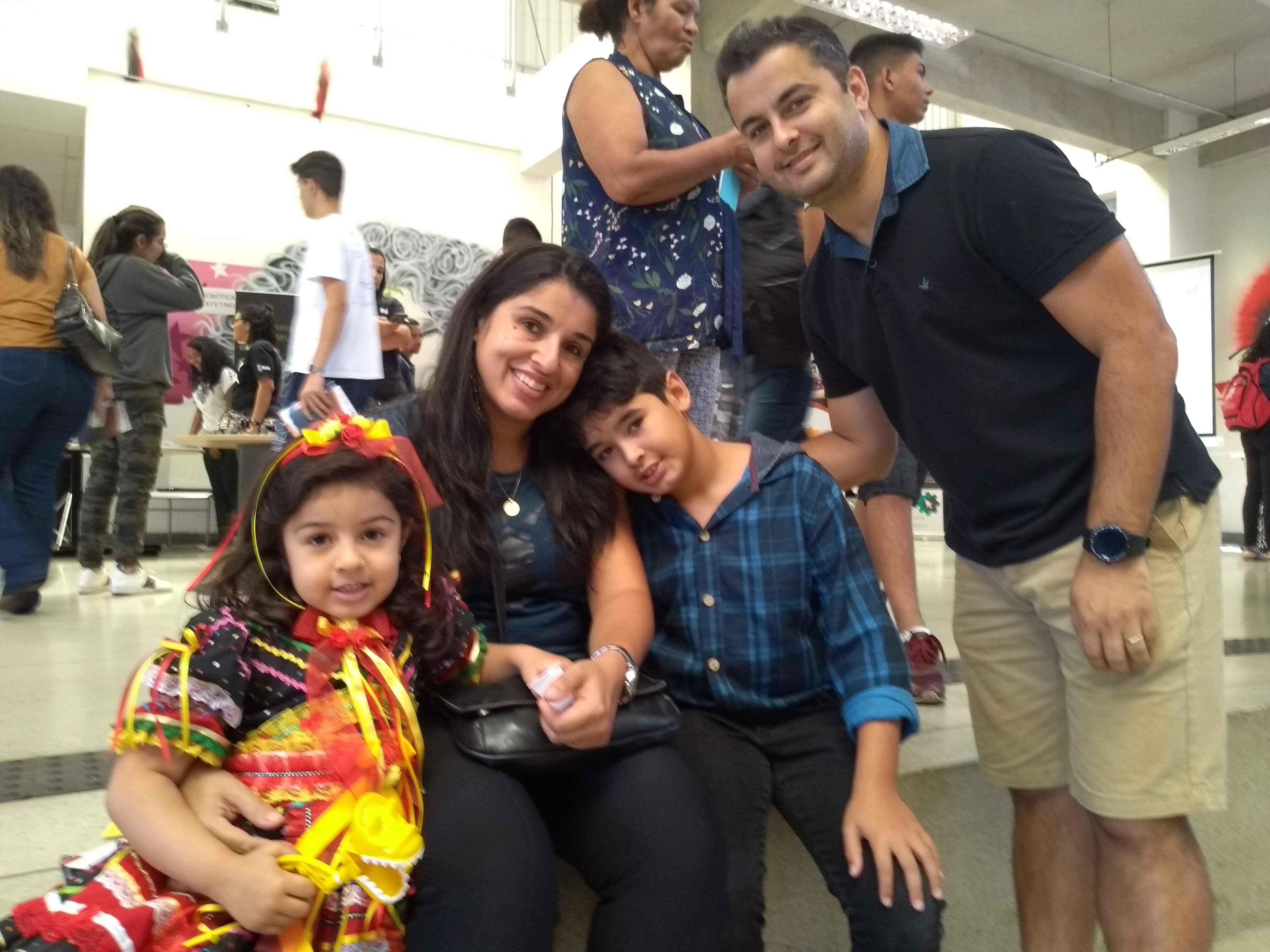 Mariana, Luciana, Hugo e Miguel: da quadrilha ao Dia da Ciência