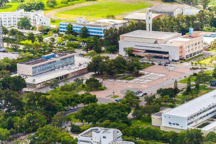 Vista aérea da Praça da Cidadania, no campus da UFSC em Florianópolis