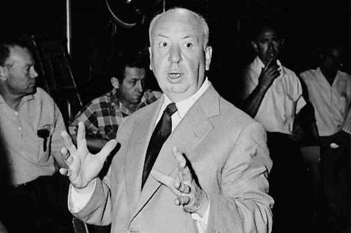 Em 1955, Alfred Hitchcock no set do programa de televisão Alfred Hitchcock Presents