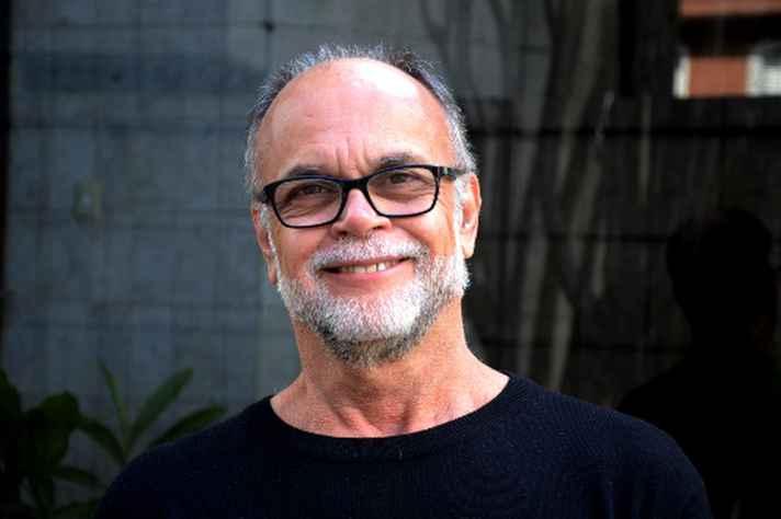 Maurício Lara lança 'Réstia de alho', décimo livro de sua carreira