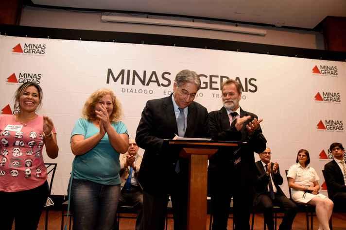 Governador Fernando Pimentel, durante assinatura de decreto que determina indenização