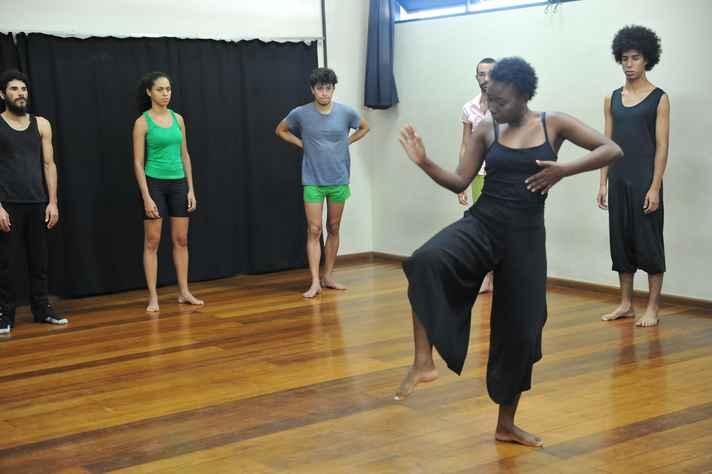 Alunos do curso de teatro da UFMG