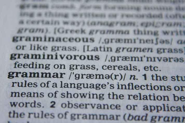 Dicionário em inglês mostra o significado de gramática