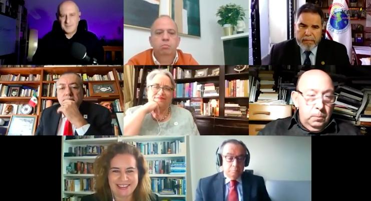 A reitora Sandra Goulart Almeida e outros integrantes do Kairós no debate sobre
