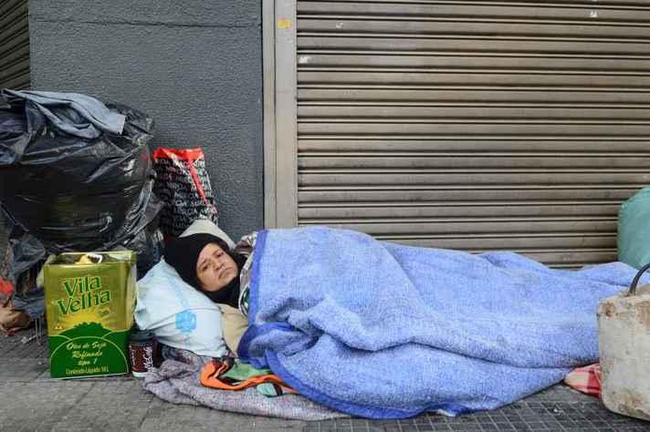 Pessoas em situação de rua formam um dos grupos que não podem optar pelo isolamento