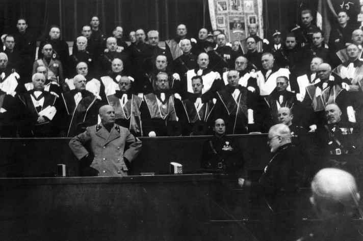 Visita de Benito Mussolini a Universidade de Bolonha, em 1936