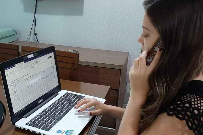 Bolsista de projeto de extensão da Escola de Enfermagem dedicado à atenção primária à saúde em regime remoto