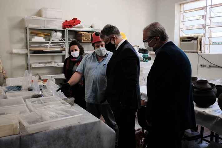Dirigentes do Ibram foram informados sobre os trabalhos de recuperação do acervo