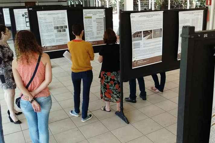 Público visita trabalhos produzidos por servidores