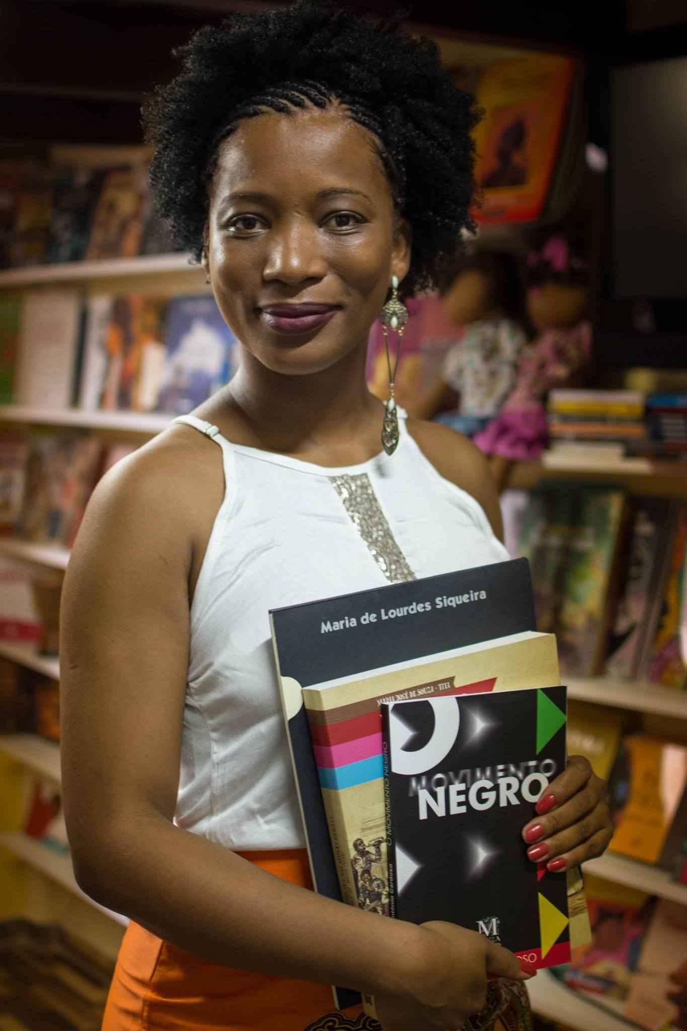 Jornalista Etiene Martins criou livraria que vende apenas obras de autores negros