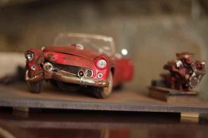 Peça da exposição de Altivo Horta, que retrata em miniaturas acidentes com carros
