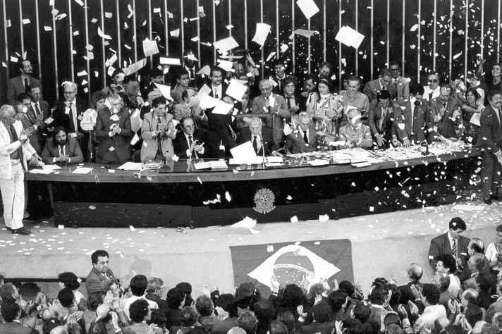 Sessão no Congresso Nacional que promulgou a Constituição de 1988