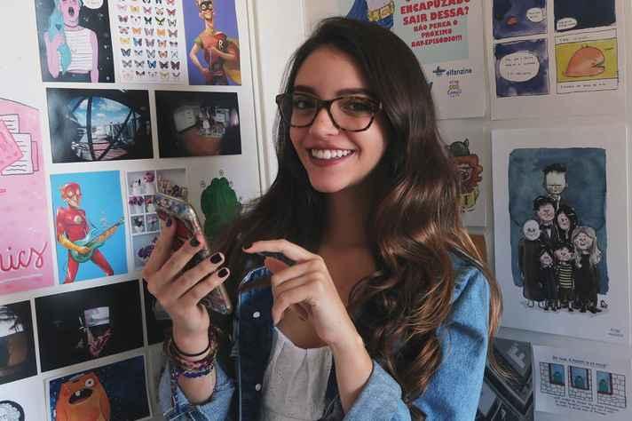 A graduanda em História Débora Aladim alimenta um canal de videoaulas e dicas de estudo desde 2013