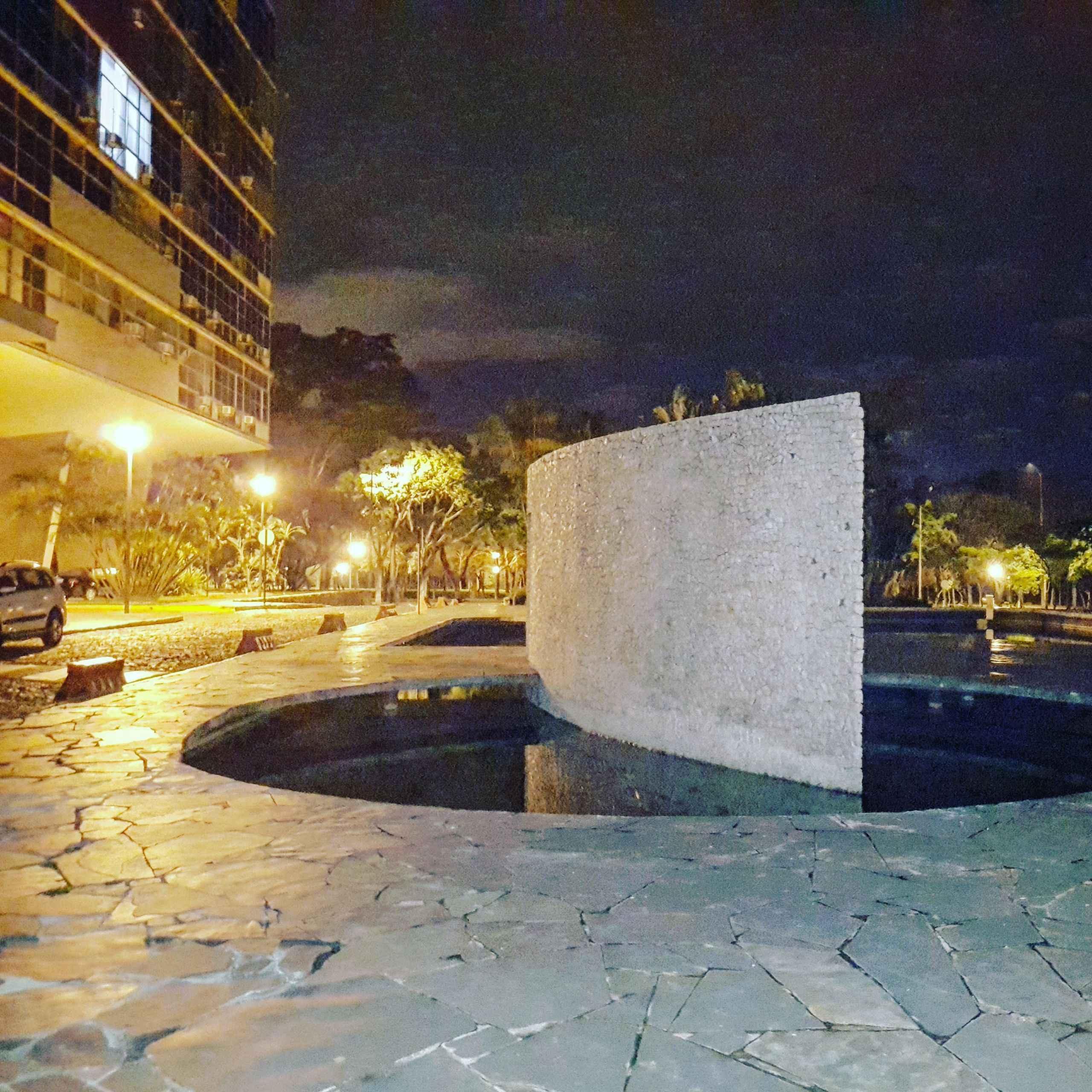 Detalhe do espelho d´água do conjunto paisagístico da Reitoria, no campus Pampulha