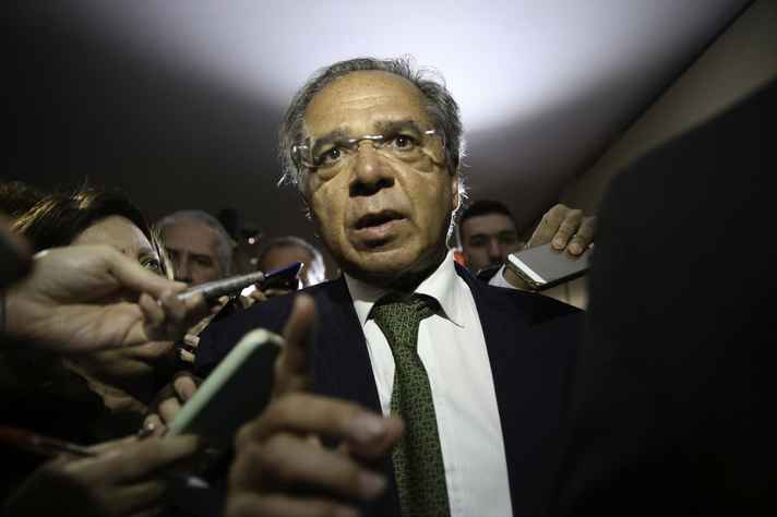 Governo pode adiar proposta de desvinculação do Orçamento, diz Guedes
