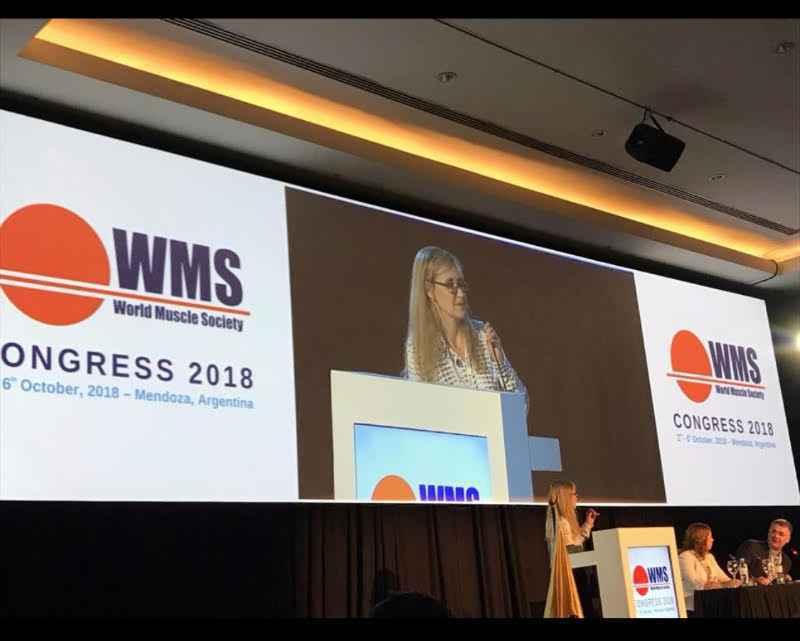 Juliana Gurgel apresentando o estudo em congresso internacional
