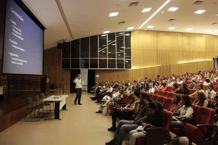 Novas normas integram projeto de reestruturação da graduação, tema de reunião pública realizada em maio do ano passado