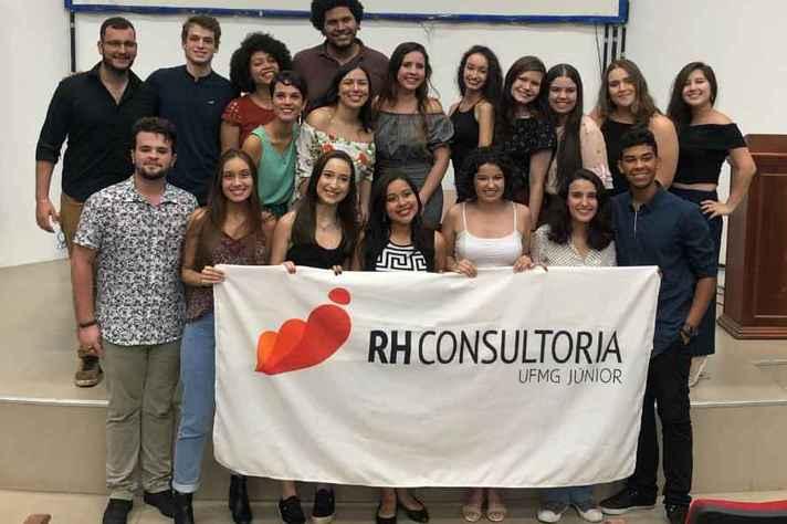 Equipe da RH Consultoria Jr, empresa de estudantes de graduação em Psicologia da UFMG.