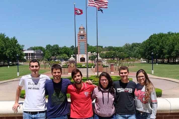 Equipe Baja UFMG em Pittsburg, nos EUA, durante a competição Baja SAE Internacional.