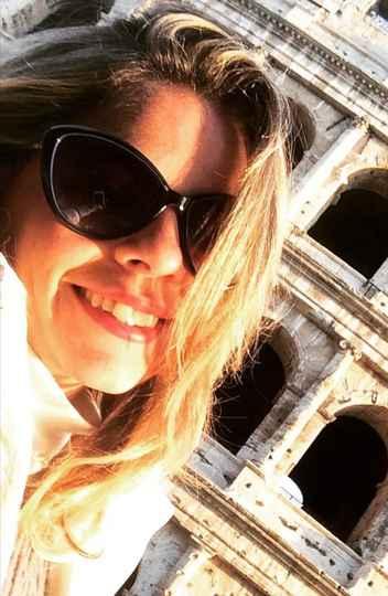A brasileira Natália de Olveira Vaz está na Itália e relata que, apesar de ter um bom sistema de saúde, o país vive dias críticos com a pandemia do novo coronavírus