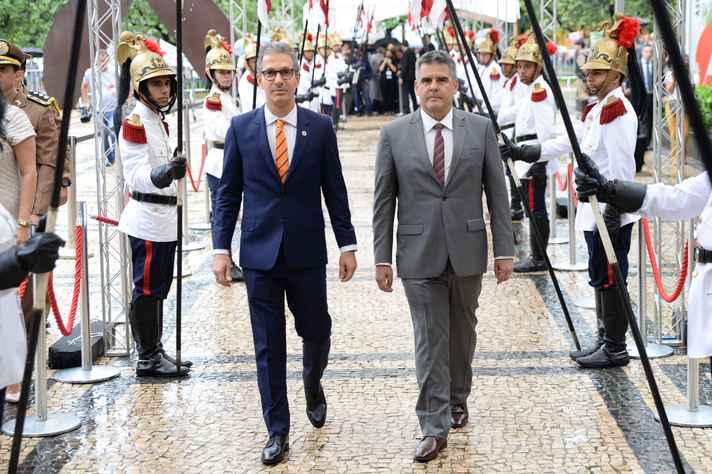 Governador Romeu Zema e vice Paulo Brant durante cerimônia de posse