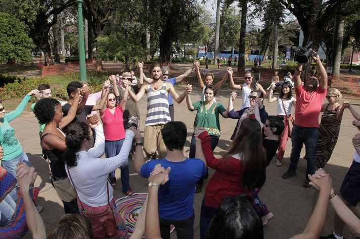 Ludens – vivência em danças circulares e jogos cooperativos
