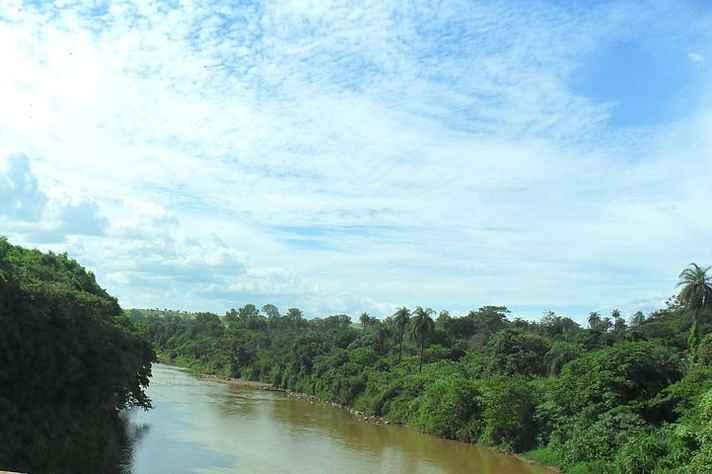 Rio Paraopeba na divisa dos municípios de Betim e São Joaquim de Bicas