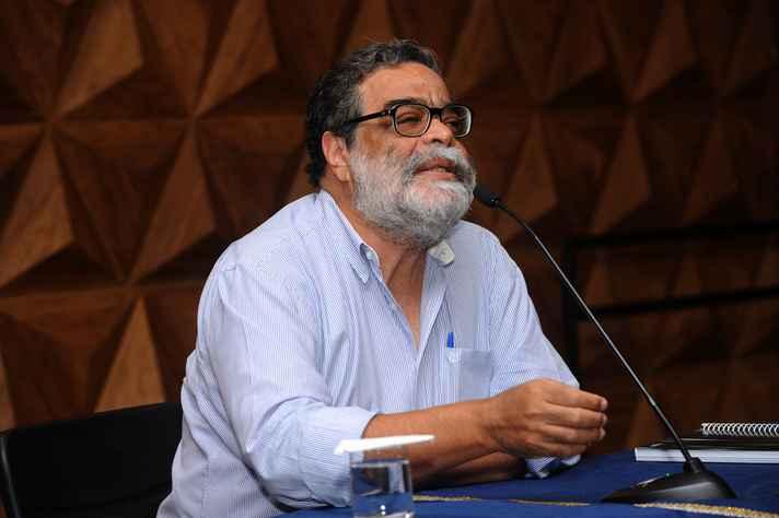 Professor da Face abordou surgimento do ensino, da pesquisa e da extensão