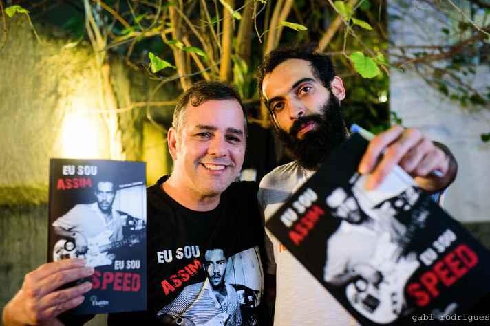Pedro de Luna (à esq.) e Rafael Porto, autores da biografia 'Eu sou assim, eu sou Speed'
