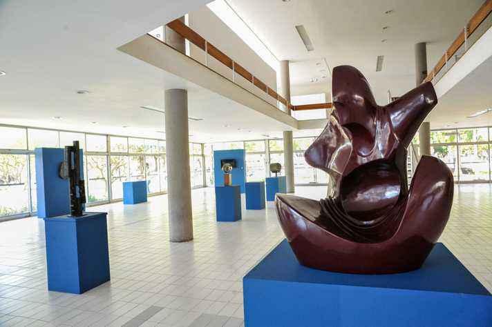 Mostra reúne 17 obras doadas ao longo da história da UFMG