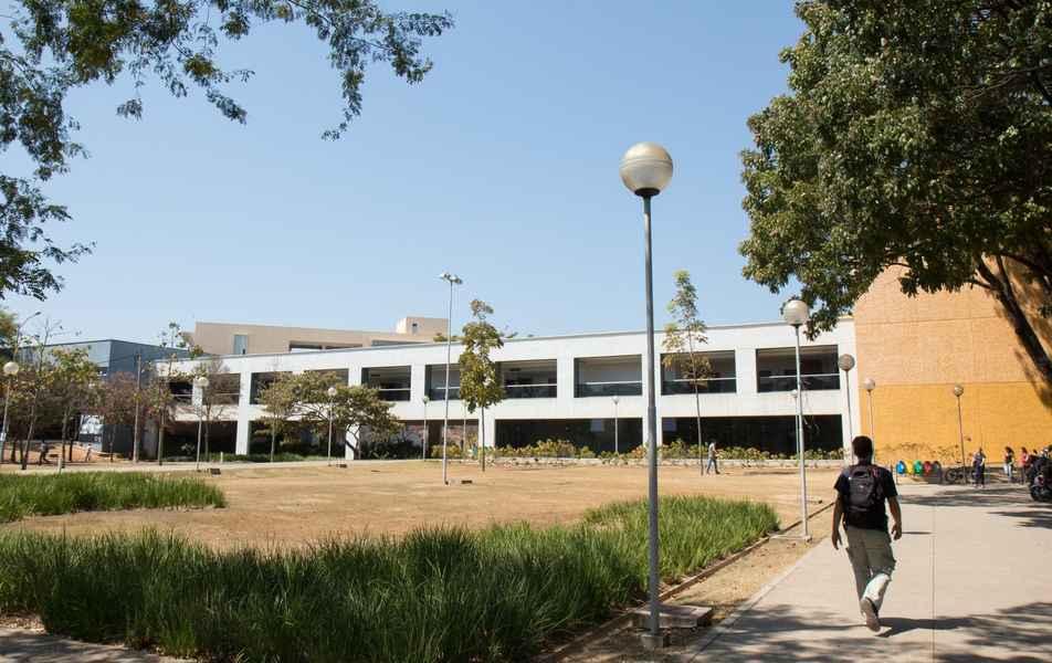 Escola de Engenharia, no campus Pampulha, abriga 11 cursos de graduação