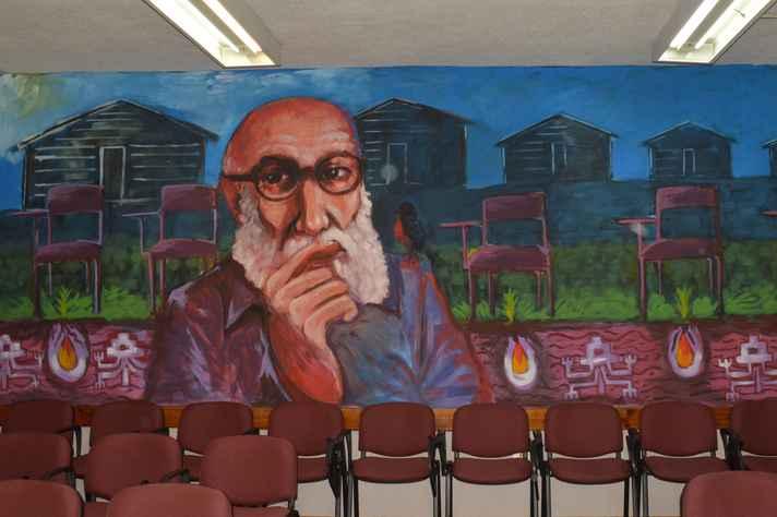O pedagogo representado em mural na Faculdade de Educação e Humanidades do Bío Bío, no Chile
