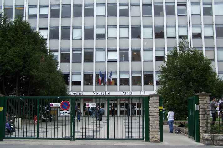 Fachada de prédio da Universidade de Paris 3, instituição que abriu oportunidades de intercâmbio para estudantes da UFMG em 2016