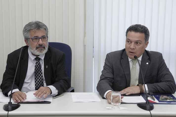 Reitor Jaime Ramírez (à direita) abriu reunião do Enlaces e dividiu a condução dos trabalhos com o reitor da UFSCar, Targino Araújo Filho