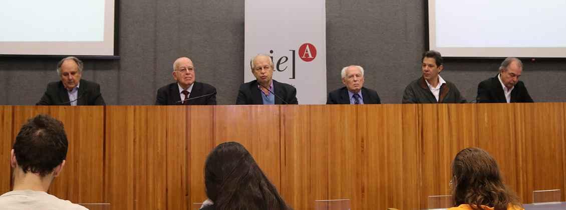 Os ex-ministros Cristovam Buarque, Murílio Hingel, Renato Janine Ribeiro, José Goldemberg, Fernando Haddad e Aloizio Mercadante
