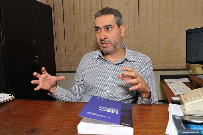 Ricardo Fabrino: temas densos expostos de forma acessível