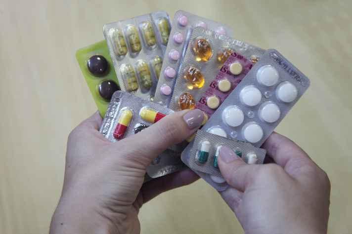Pesquisadora aponta automedicação como geradora das interações entre os medicamentos