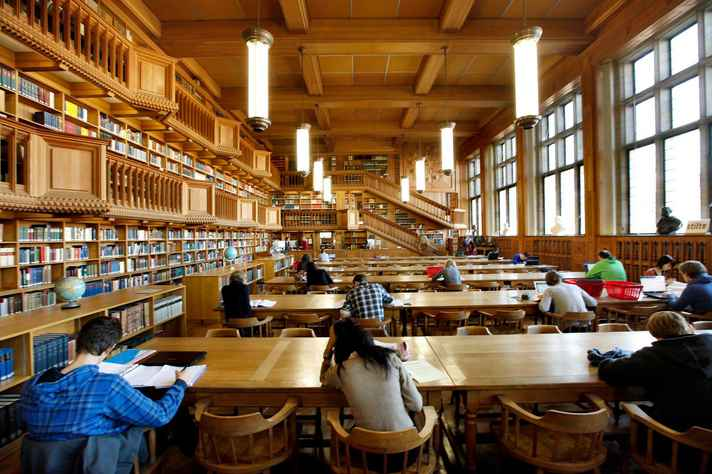 Biblioteca e sala de estudos da KU Leuven University (Katholieke Universiteit Leuven, ou Universidade Católica de Lovaina), um dos destinos de estudantes e professores brasileiros na Bélgica