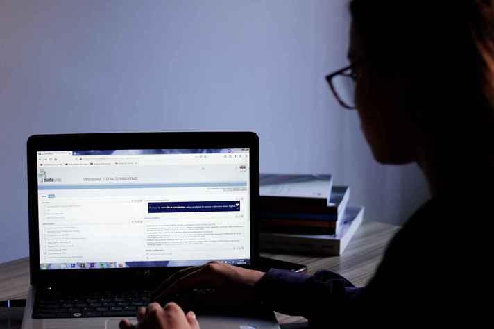 Estudante deve acessar a versão web do aplicativo para preencher o questionário de avaliação docente