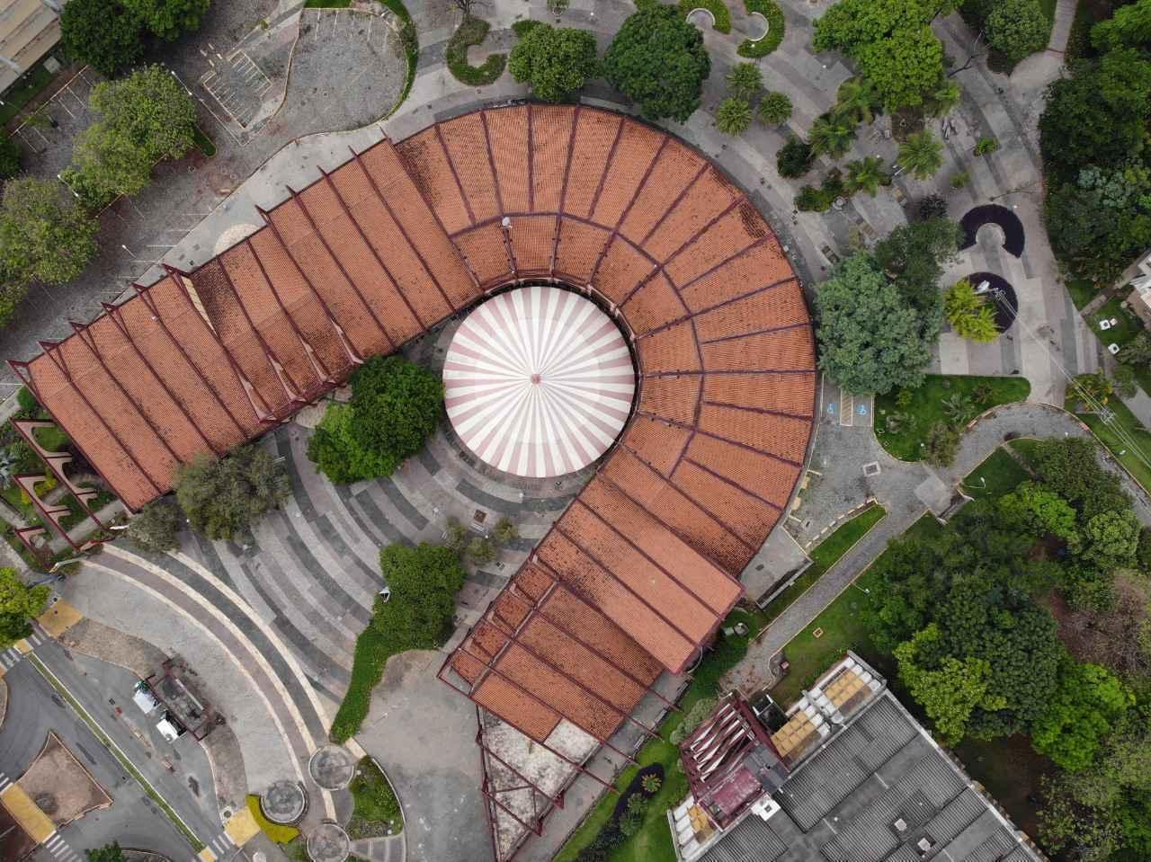 Imagem aérea da 'ferradura' da Praça de Serviços, gerada por drone