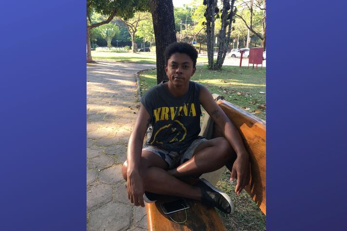 Henrique Gabriel Neves dos Reis, homem trans, negro  e  estudante do curso de Ciências Sociais da UFMG