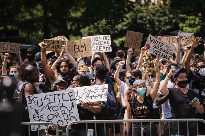 Anuário Brasileira de Segurança Pública demonstrou que a polícia brasileira é a que mais mata no mundo, sendo que oito em cada dez mortos são pessoas negras