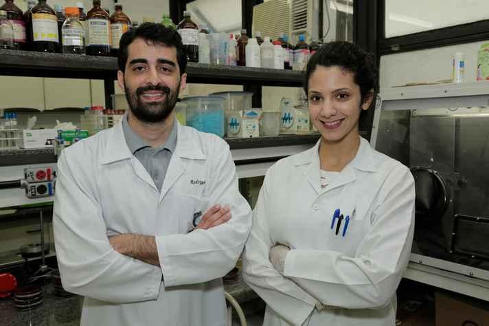 Rodrigo Silveira Silva e Carolina Pantuzza Ramos: bactérias multirresistentes a antimicrobianos