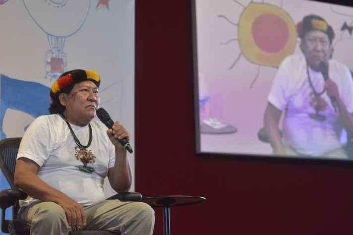 Davi Kopenawa em mesa da Festa Literária Internacional de Paraty (Flip)