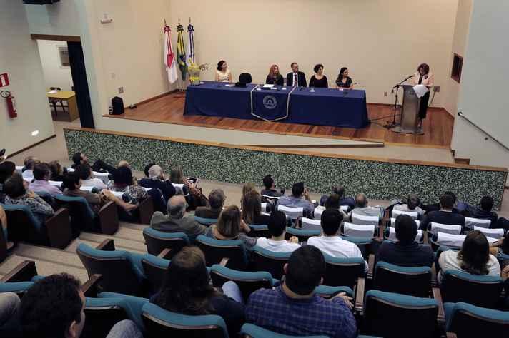Cerimônia reuniu comunidade da Farmácia, incluindo eméritos e ex-diretores