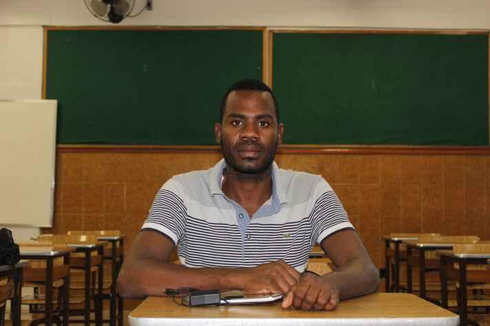 Com formação em Direito, Pascal estuda português para mudar de vida no Brasil