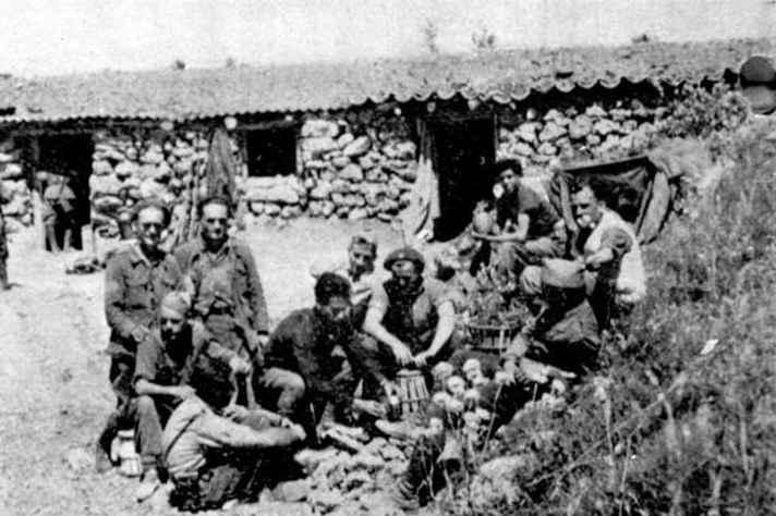 Soldados em campo de batalha durante a Guerra Civil Espanhola