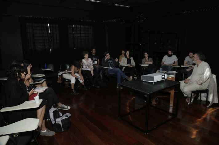 O cineasta e artista plástico Cao Guimarães ministra a residência artística 'Ver é uma fábula', no 50º Festival de Inverno da UFMG.
